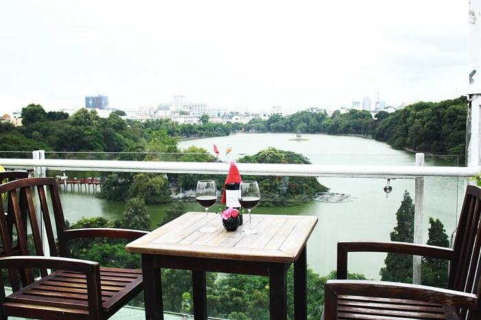 Avalon cafe con vista al Lago Hoan Kiem