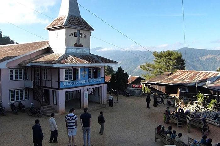 Iglesia en el monte Victoria Mindat  Myanmar