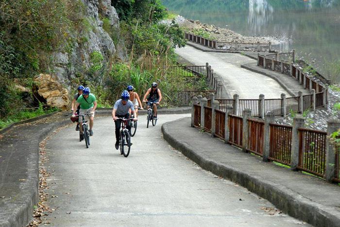 Paseo en bicicleta en la isla de Cat Ba