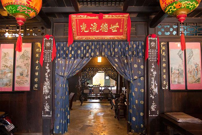 Influencia china en la antigua casa phung hung en Hoi An