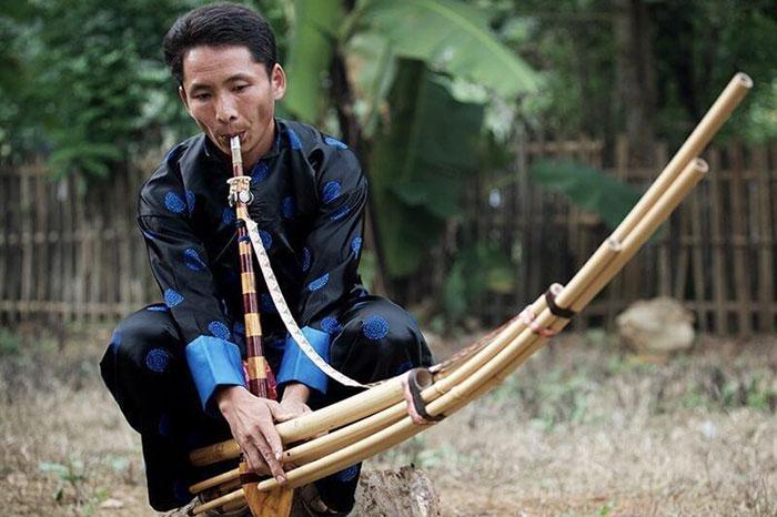 Instrumento tradicional khene en Laos