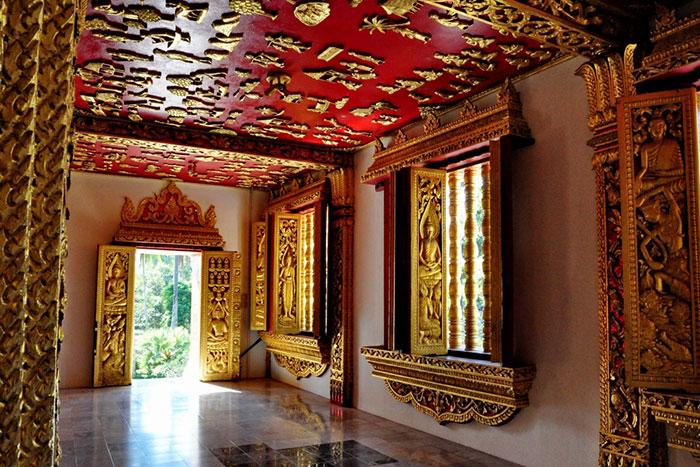 Interior del Museo Nacional de Luang Prabang en Laos