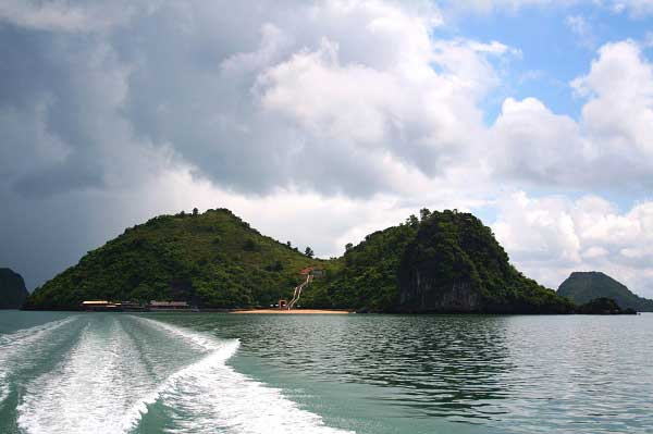 Isla Ba Mum en el Parque Nacional Bai Tu Long