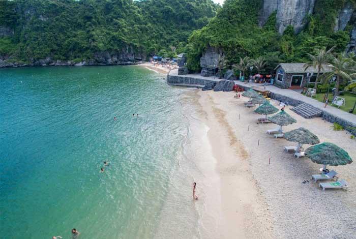 Playa es la isla de Cat Ba Vietnam