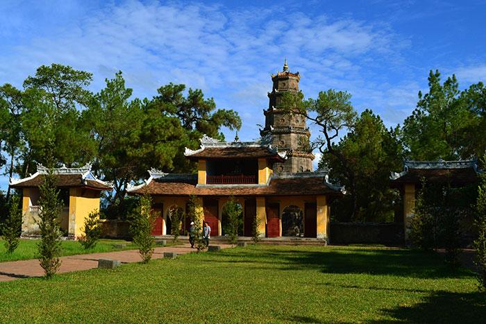 Jardin de la pagoda Thien Mu en Hue
