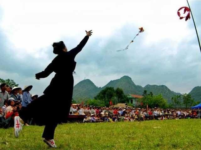 Juego tradicional de la etnia Tay