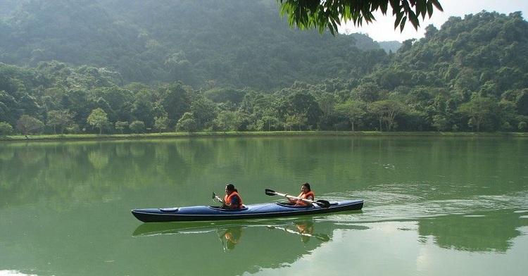 Kayak en el lago Yen Quang Ninh Binh
