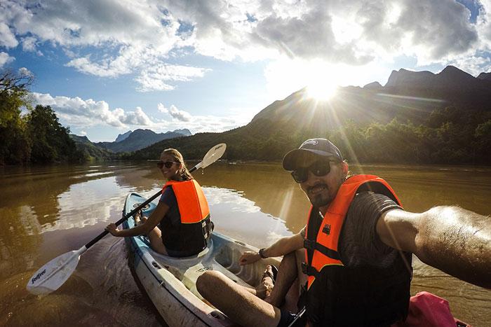 Kayak en el rio Nam Ou en Nong Khiaw