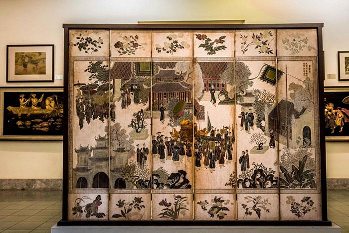 Laca en el museo de bellas artes de Hanoi
