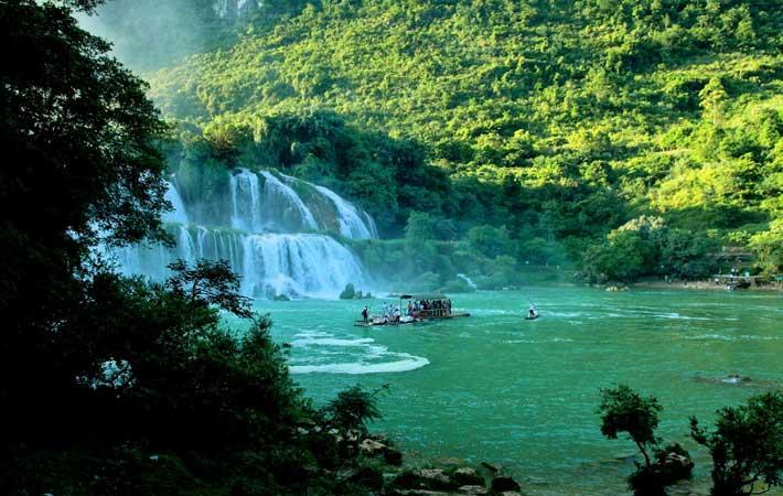 Cascada de Dau Dang lago Ba Be Vietnam