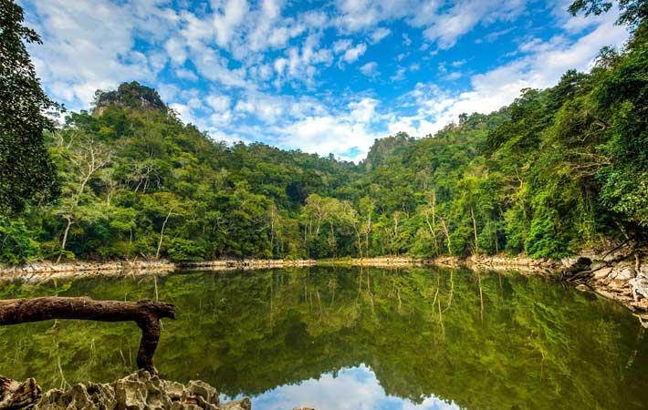 Estanque de has Ao Tien lago Ba Be