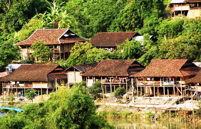Casas tradicionales en el lago Ba Be