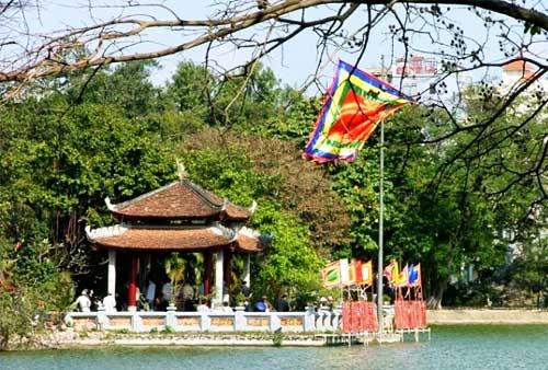 El  pabellon luna del lago hoan kiem