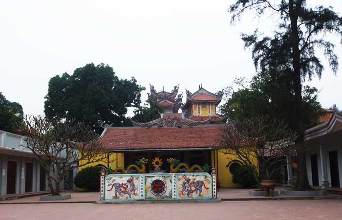 Templo en la aldea trich sai en hanoi