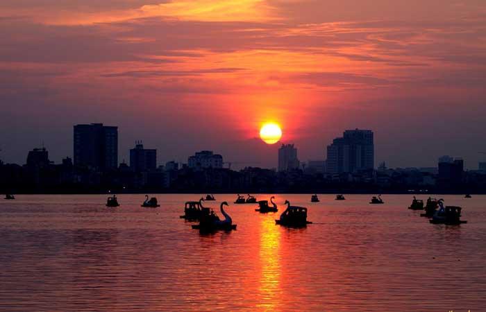 Atardecer en el lago del oeste hanoi