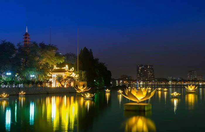 Pagoda Tran Quoc en el lago del oeste hanoi
