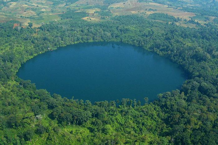 Lago Yak en Ratanakiri Camboya