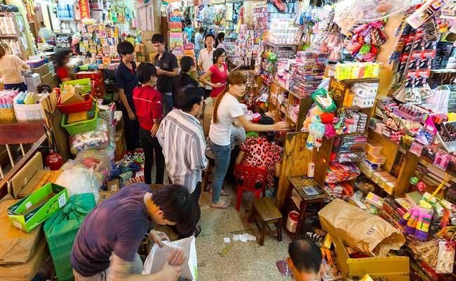 Puestos en el mercado de Binh Tay en Saigon