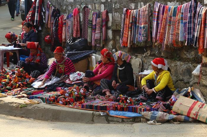 Artesanos en las calles de Sapa Vietnam