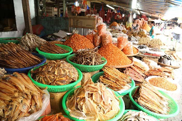 Mercado local en Ben Tre Vietnam Delta del Mekong