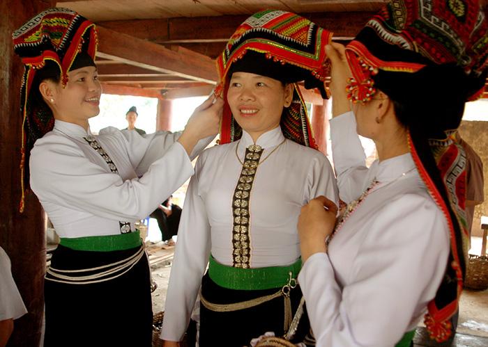 Traje tipico del grupo etnico tailandes en Mai Chau