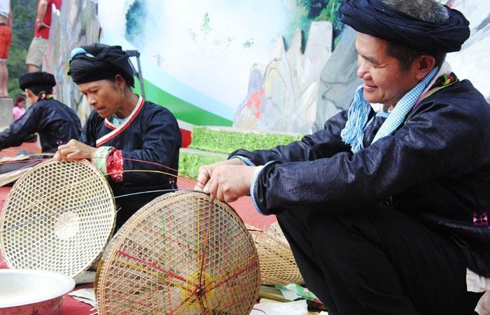 Fiesta en el mercado de Ha Giang