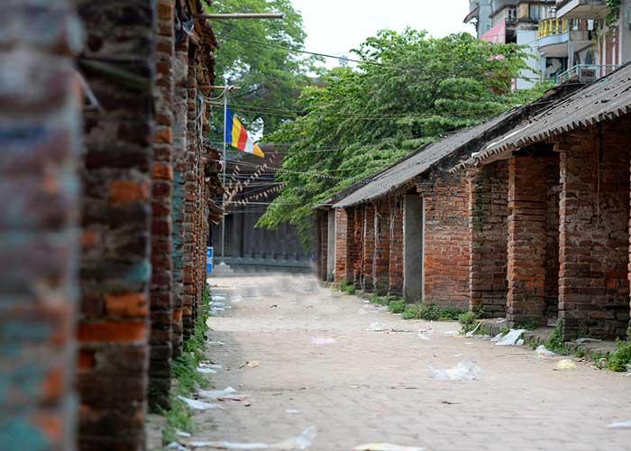 Mercado en el antiguo pueblo Nom cerca de Hanoi