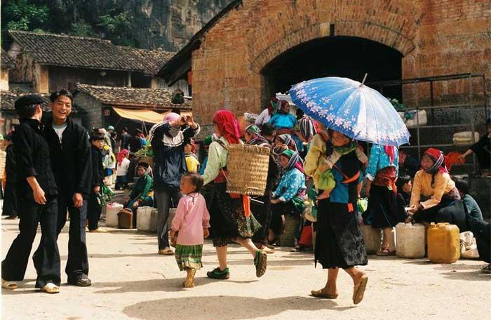 Mercado en el barrio antiguo de Dong Van Ha Giang