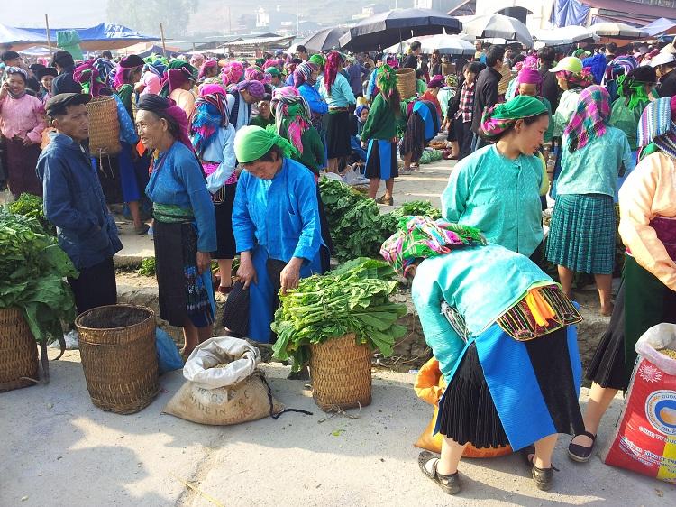 Mercado etnico en Ha Giang Vietnam