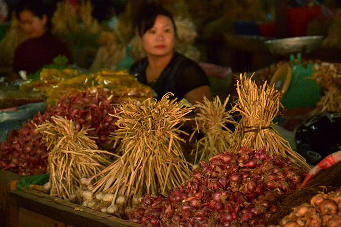 Mercado local en Xieng Khouang Laos