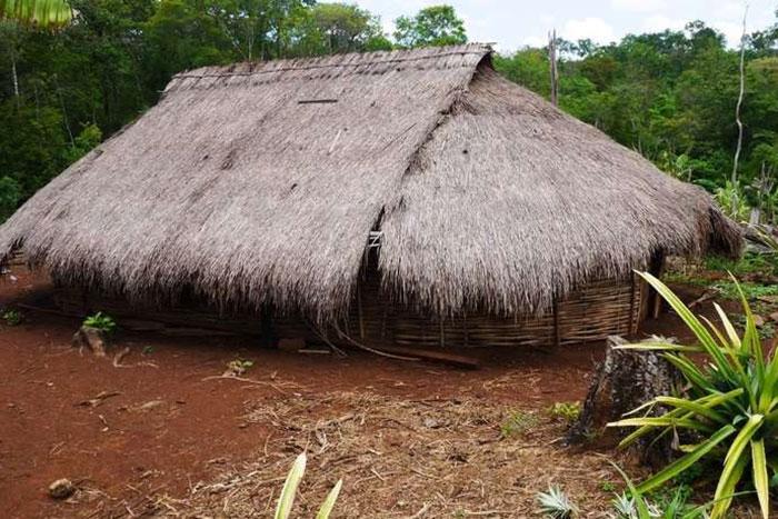 Casa tradicional bunong en Mondolkiri Camboya