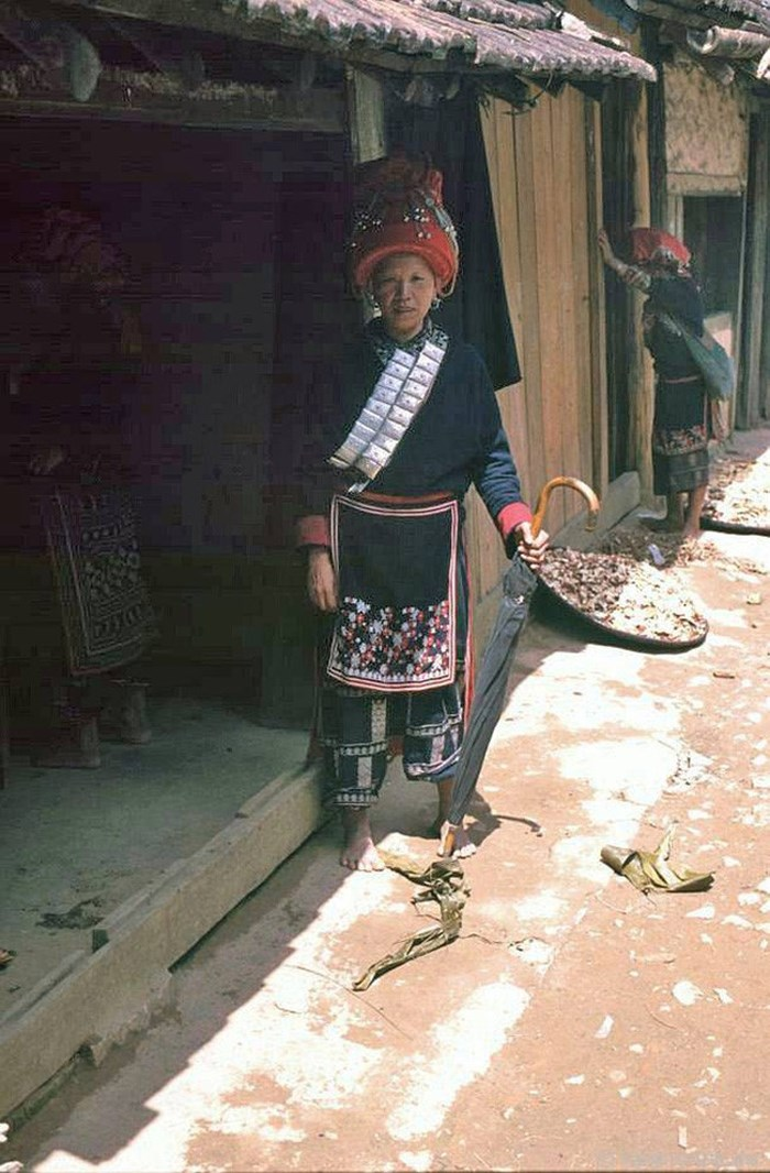 Mujer etnica del grupo giao chi