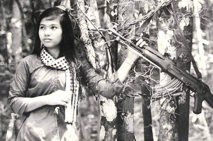 Mujer vietnamita combatiente