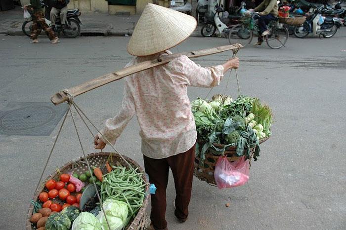 Mujer vietnamita motor de la economia en Vietnam