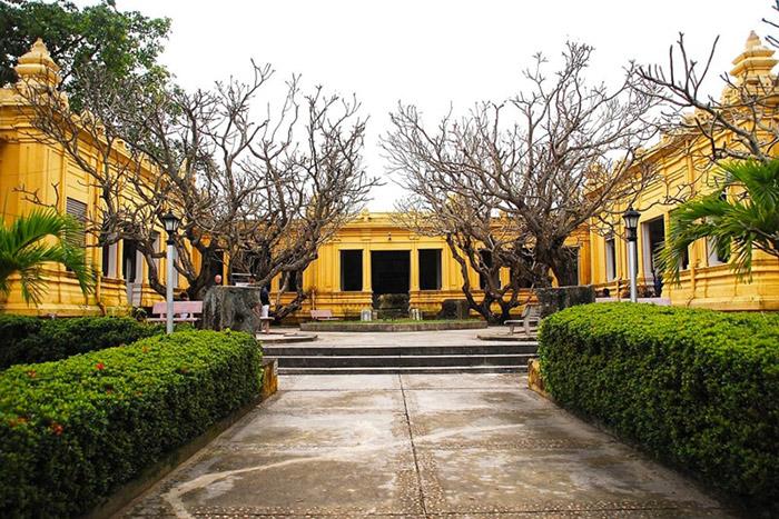 Museo de arte cham en Danang Vietnam edificio colonial