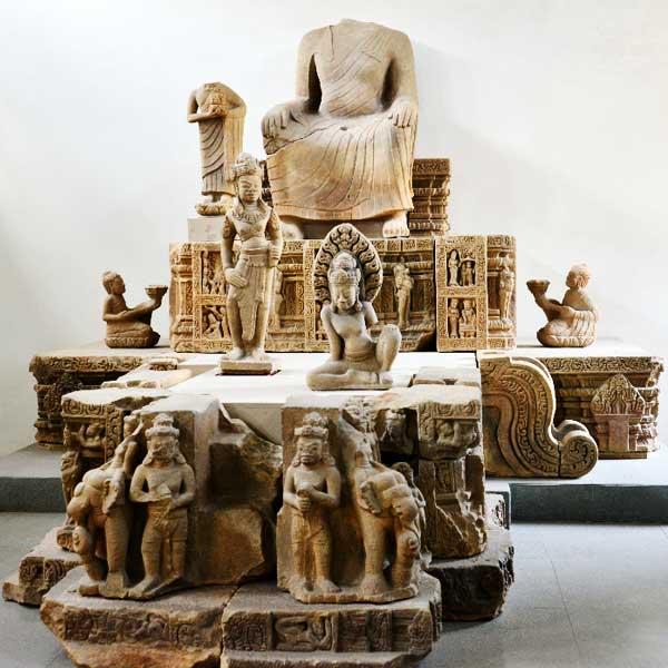 Escultura budista en el museo Cham en Da Nang