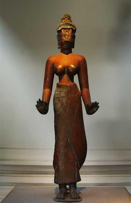Estatua Tara en el museo de escultura Cham en Da Nang