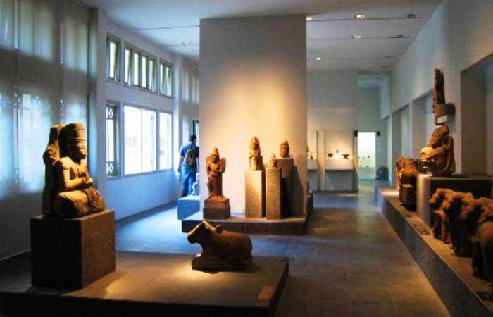 Exposicion en el museo Cham en Da Nang Vietnam