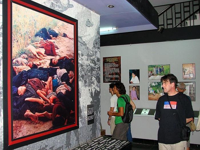 Exposicion en el museo de guerra de Vietnam Ho Chi Minh