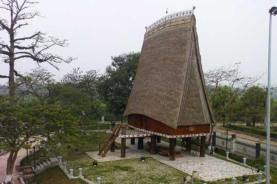 Casa de la etnia rong en el Museo de Etnología de Vietnam