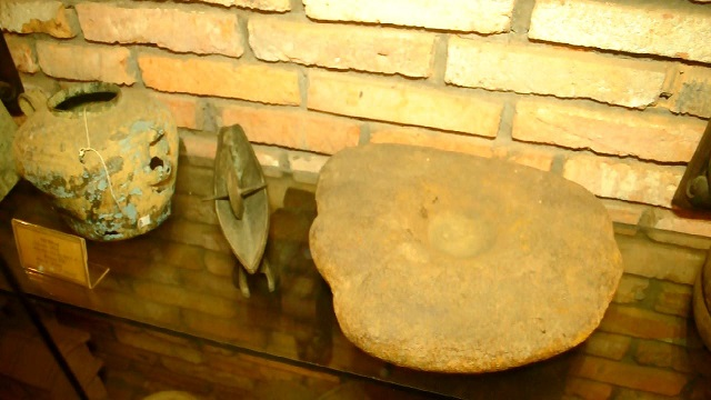 Piedra del siglo seis en el museo Fito en Saigon
