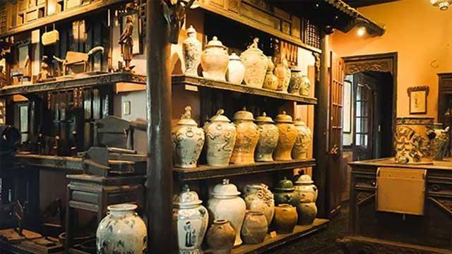 Reliquias en el museo Fito en Saigon