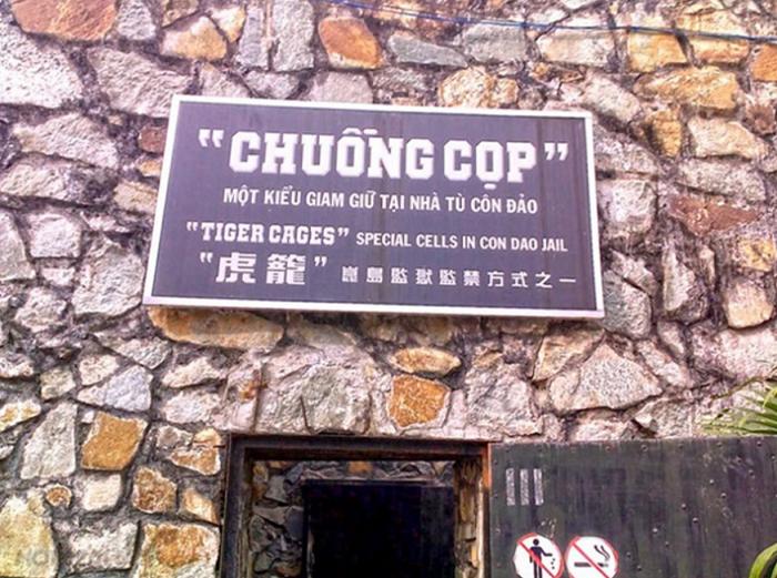 Cueva del tigre en el museo de guerra de vietnam Ho Chi Minh