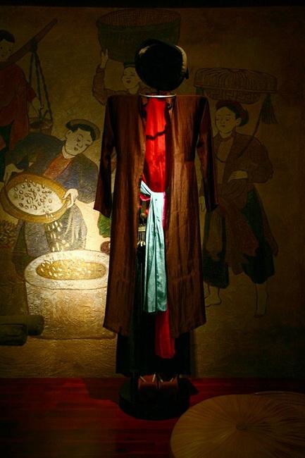 Cuatro telas en el Museo Ao Dai en Ho Chi Minh