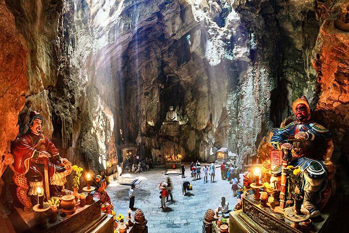 Montana ngu hanh son Pagoda Huyen Khong Da Nang Vietnam