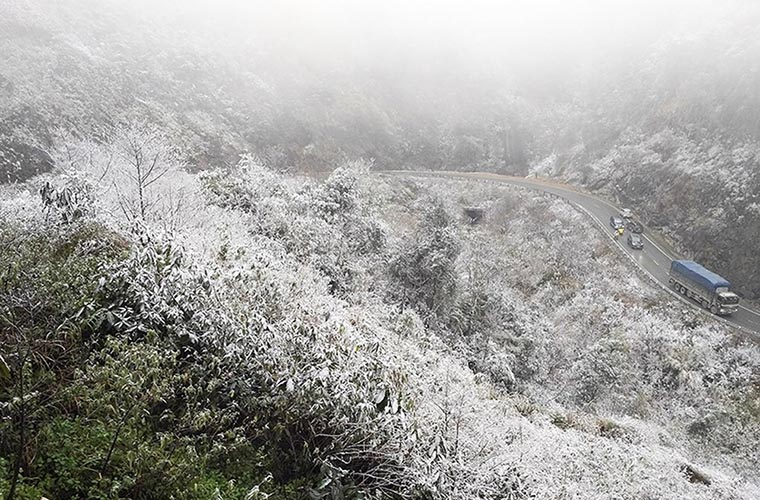 Paisaje de invierno en las montañas de Sapa