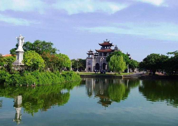 Catedral de Phat Diem en Ninh Binh guia de viajes