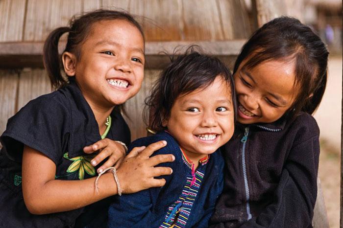 Niños de la etnias minoritarias en la meseta de Bolovens