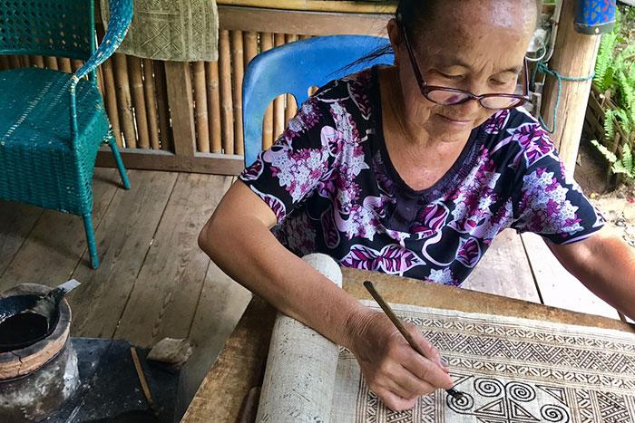 Curso batik hmong en Laos