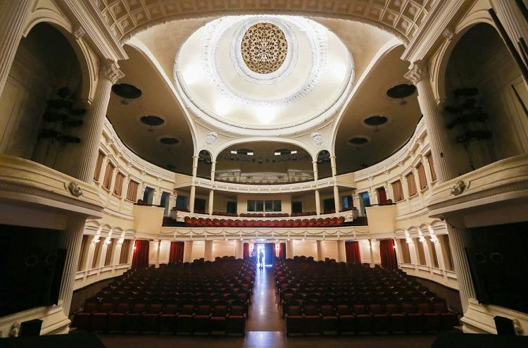Interior de la Opera de Saigon